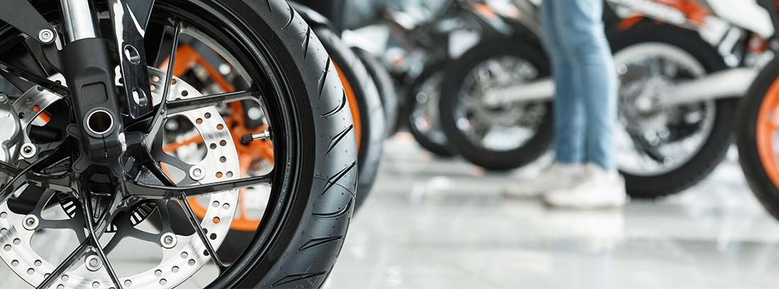 Cómo-financiar-la-compra-de-una-moto-1100x408